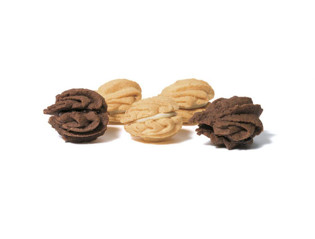 「チョコサンドクッキー」6個入り(450円)