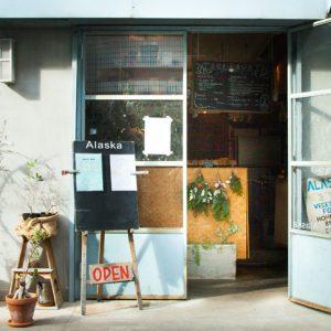 『本とカフェ』特集から厳選した、カフェと本屋さんのまとめ記事。
