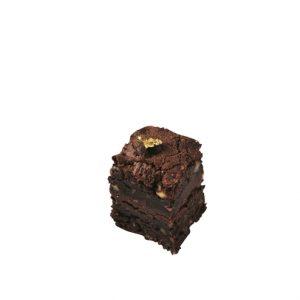 ナッツがたっぷり入ったしっとり食感のダブルチョコレートブラウニー。