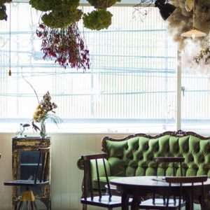 ショップ×カフェ、〈1er ÉTAGE〉のロマンティックな世界観に迫る!