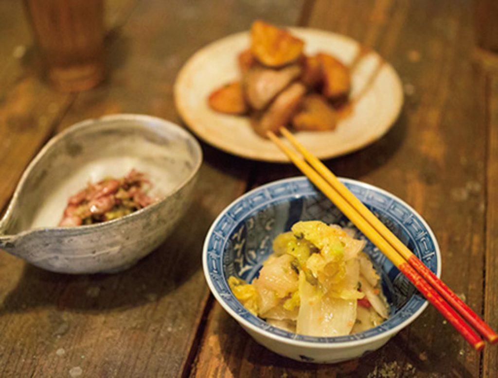 料理は「白菜とタラコのマリネ」「ホタルイカとフキノトウの和え物」「アンチョビガーリックポテト」
