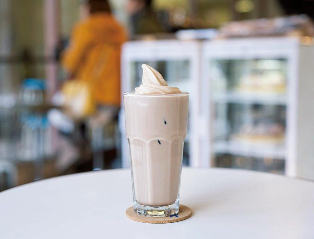 チョコレートミルクにコーヒーソフトクリームトッピング700円