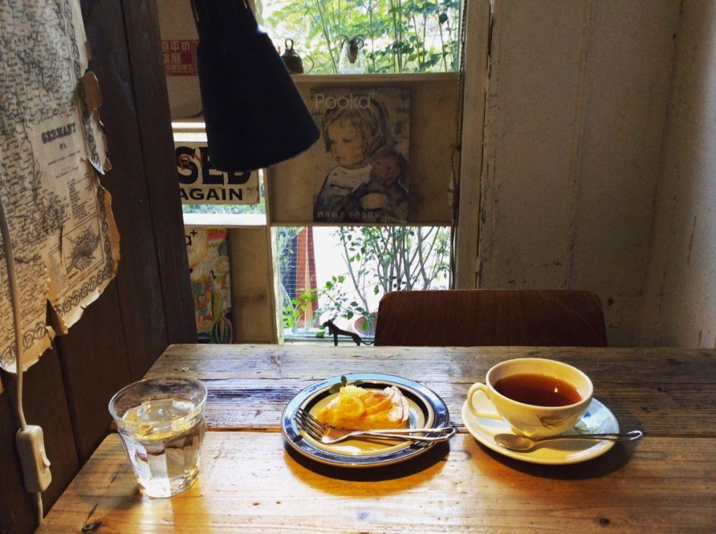 「オレンジのタルト」(550円)、「紅茶」(400円~)
