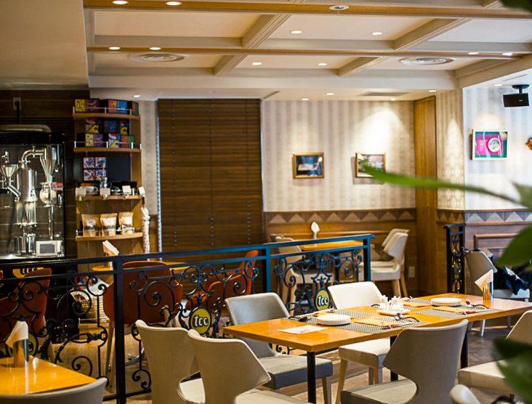 """<span class=""""title"""">tcc Singaporean Café & Diner</span>"""
