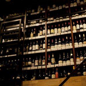 〆は上質かつリーズナブルな人気ワインバーで!隠れ家的名店がひしめく神泉の3軒はしごコース