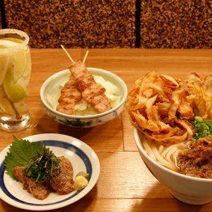 これを待ってた!博多の名物うどんにあの人気肉料理店が手掛ける鉄板焼きそばも。麺をつまみに飲める3軒
