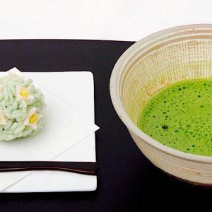 沈丁花の上生菓子で、毎日の暮らしにお茶を。