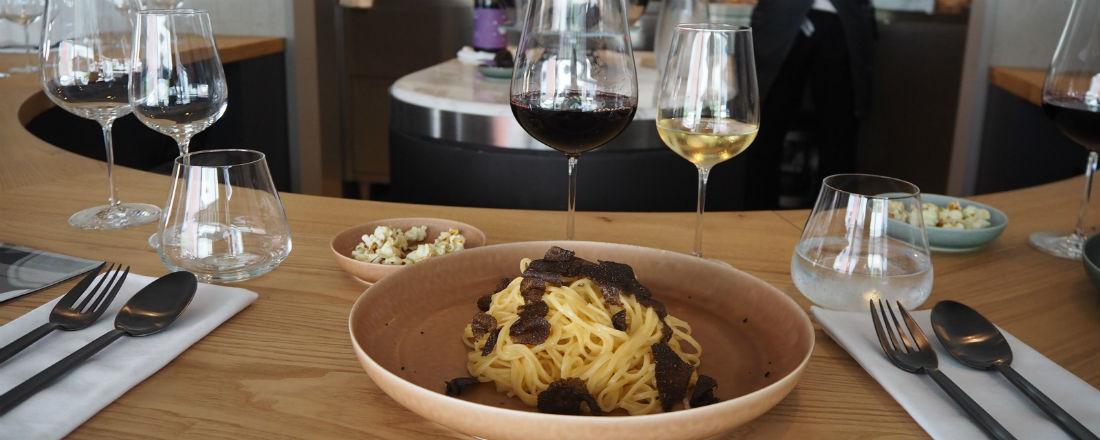 メニューはパスタとワインのみ!新感覚レストラン〈OUT〉が青山の人気エリアにオープン!