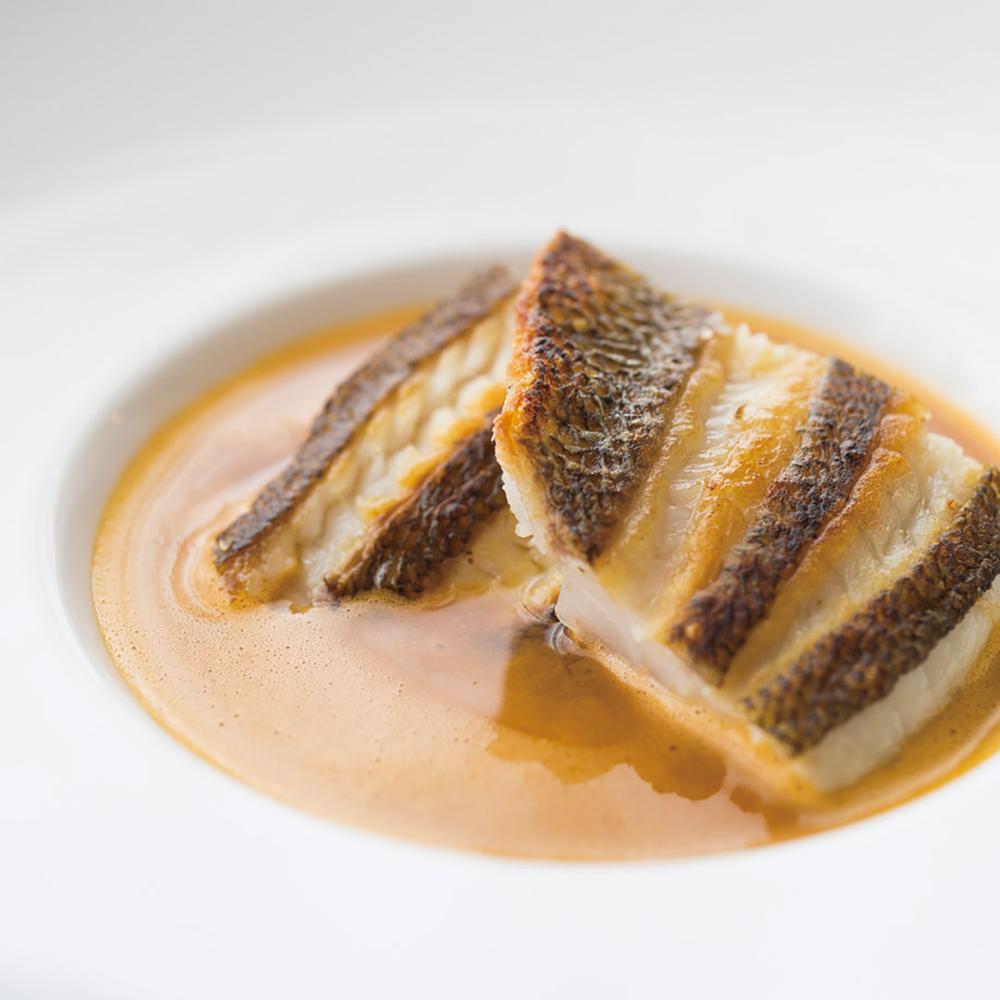 3品目「佐島産メバルのポアレ スープ・ド・ポワソン」