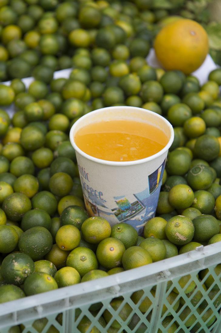 「金桔檸檬(ジンチーニンモン)と柳橙(リィゥチョン)のミックス」(35元)