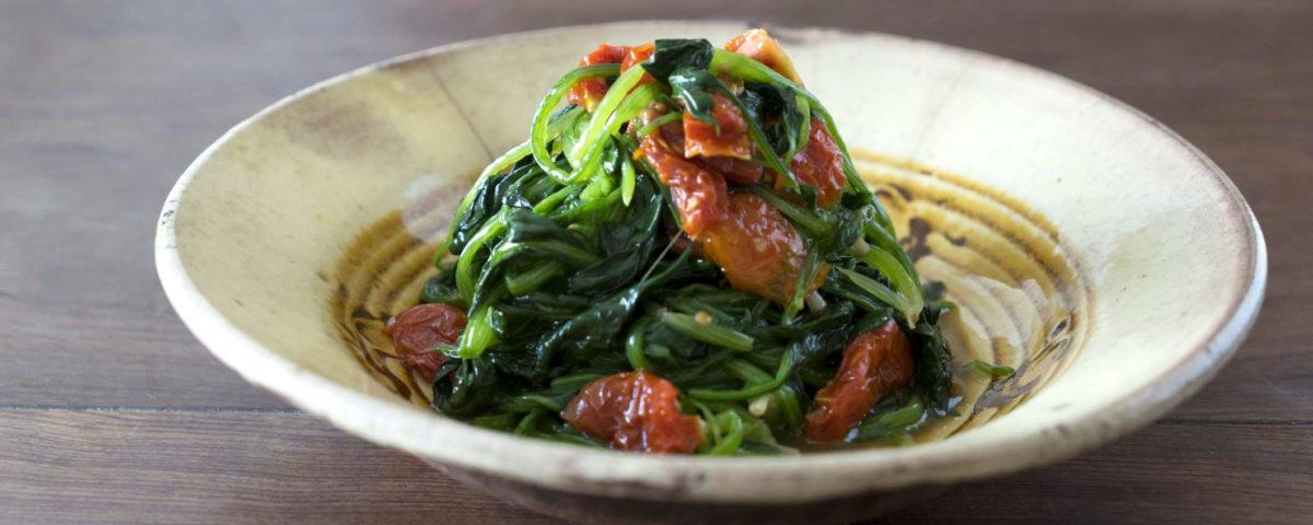 広島のドライトマトをほうれん草と和えてオイルサラダ感覚で!