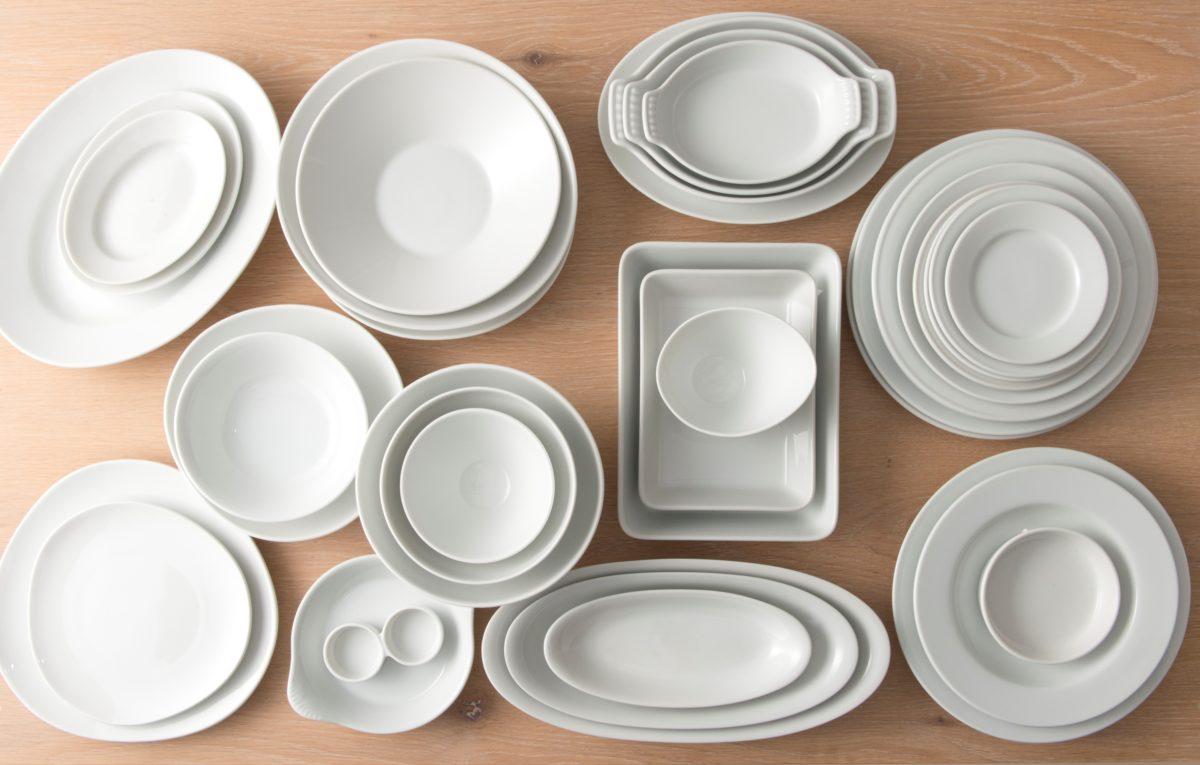 白地の食器がお得に買えるワケあり市って?