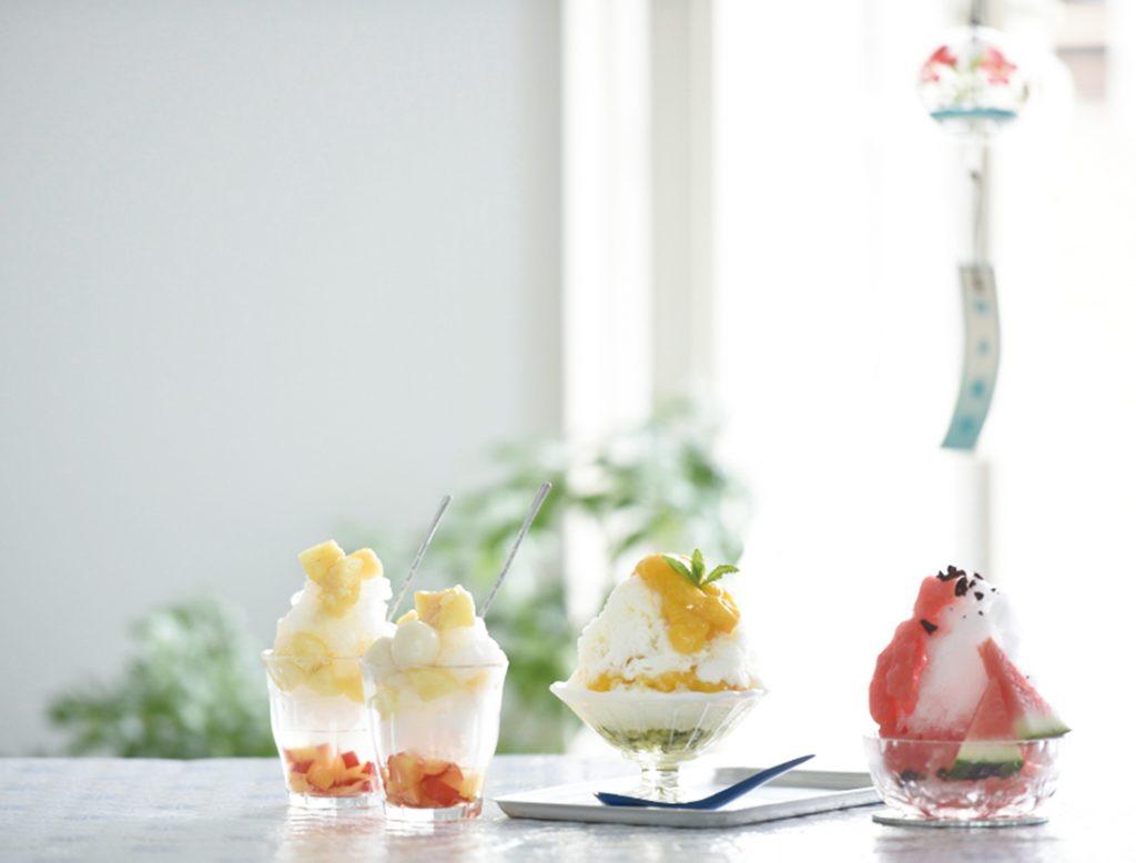 右より「スイカかき氷」「マンゴー&キウイかき氷」「桃と甘酒のかき氷」
