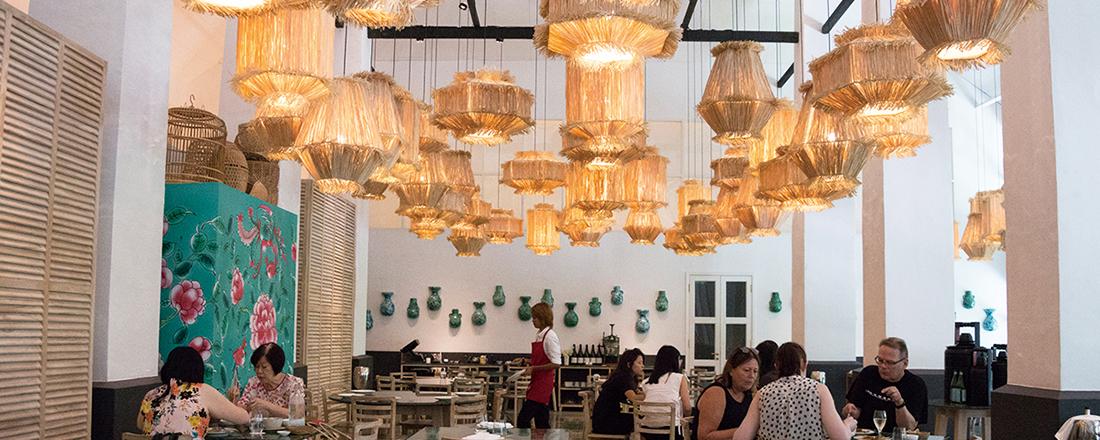 おしゃれタウンに未来型ガーデン…人気観光スポットで叶う美食体験とは?