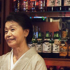 吉祥寺に〈JAJA〉あり!知る人ぞ知る大人の社交場で、ピアノの音色と靖子ママの笑顔に抱かれる夜