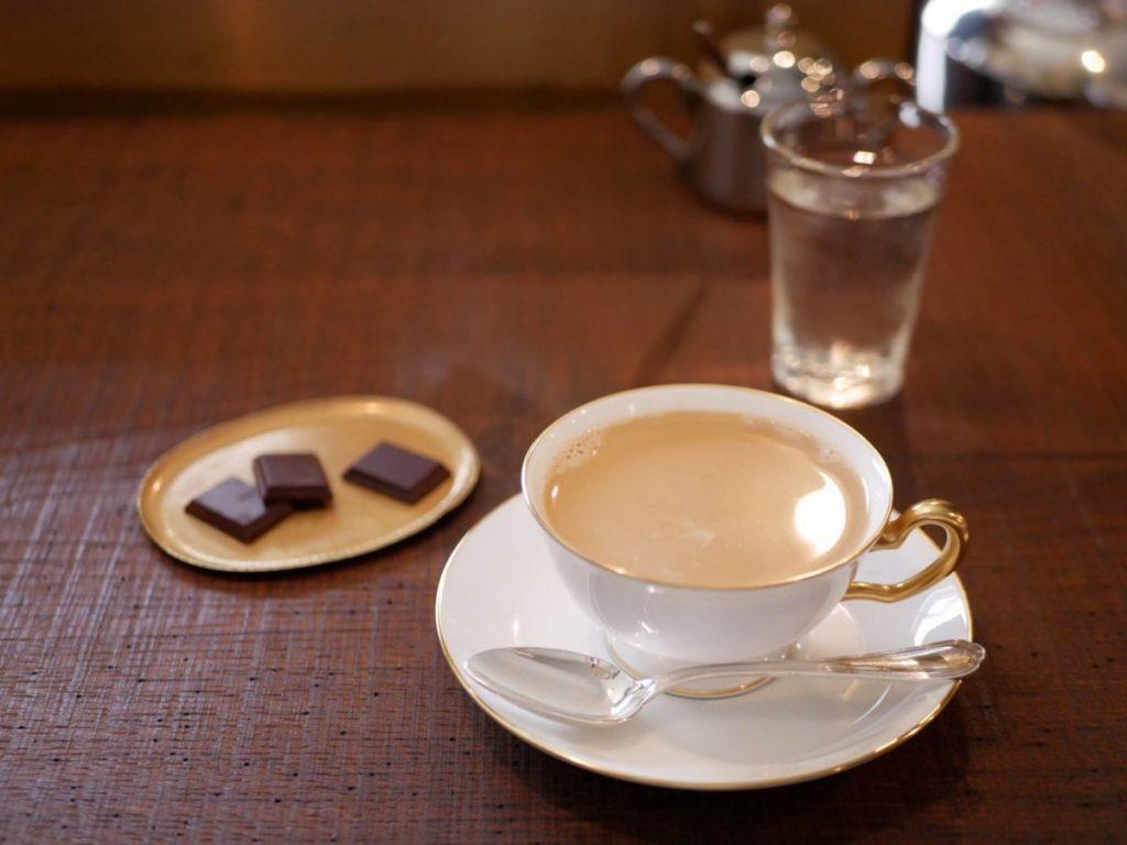 「カフェ・オ・レ」800円、「無垢チョコレート」200円。