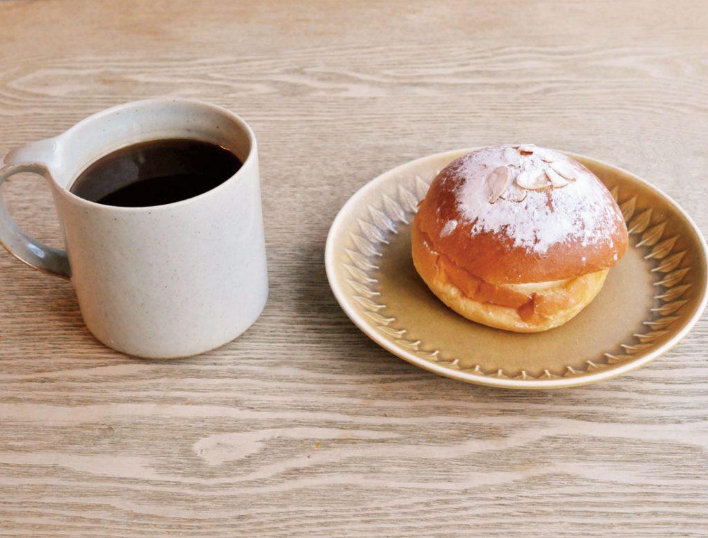 「トロペジェンヌ」250円、「アメリカーノ」(コーヒー)400円