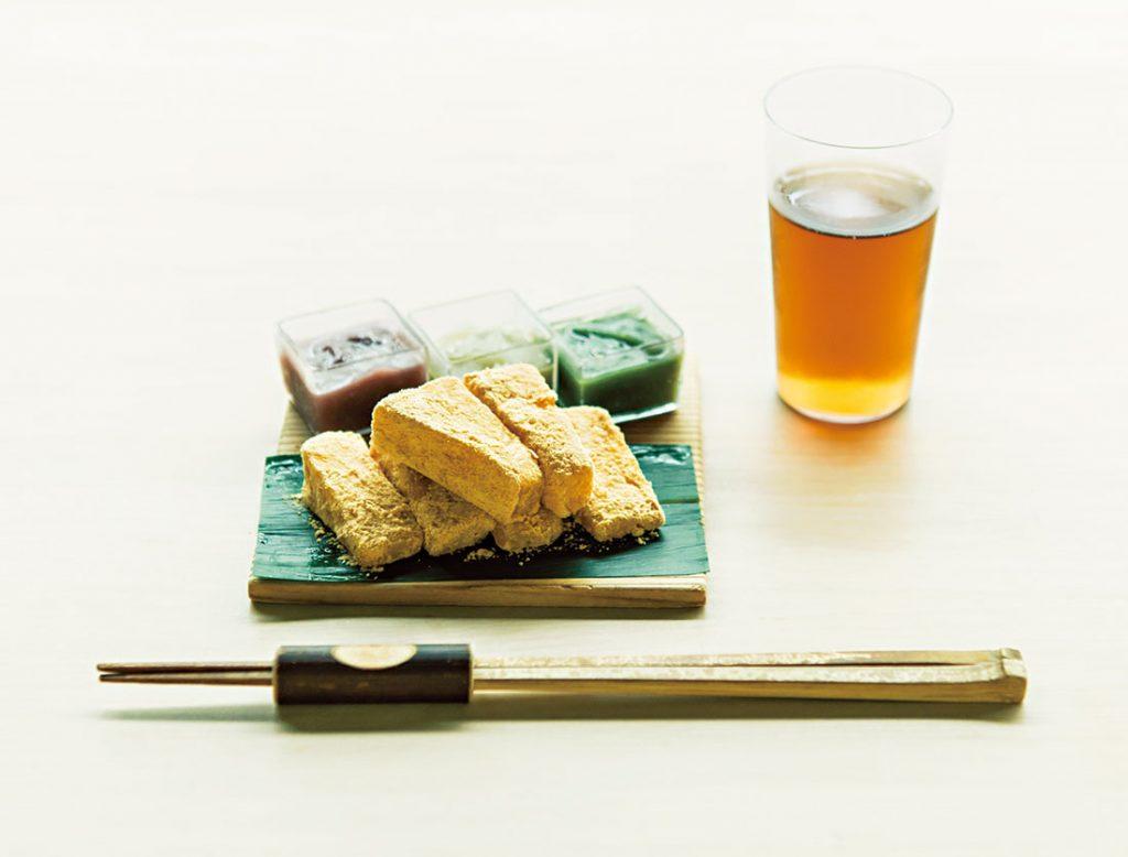 「三色の餡と白玉餅」1,200円。写真の飴は左から漉し餡、葉桜餡、蓬餡。