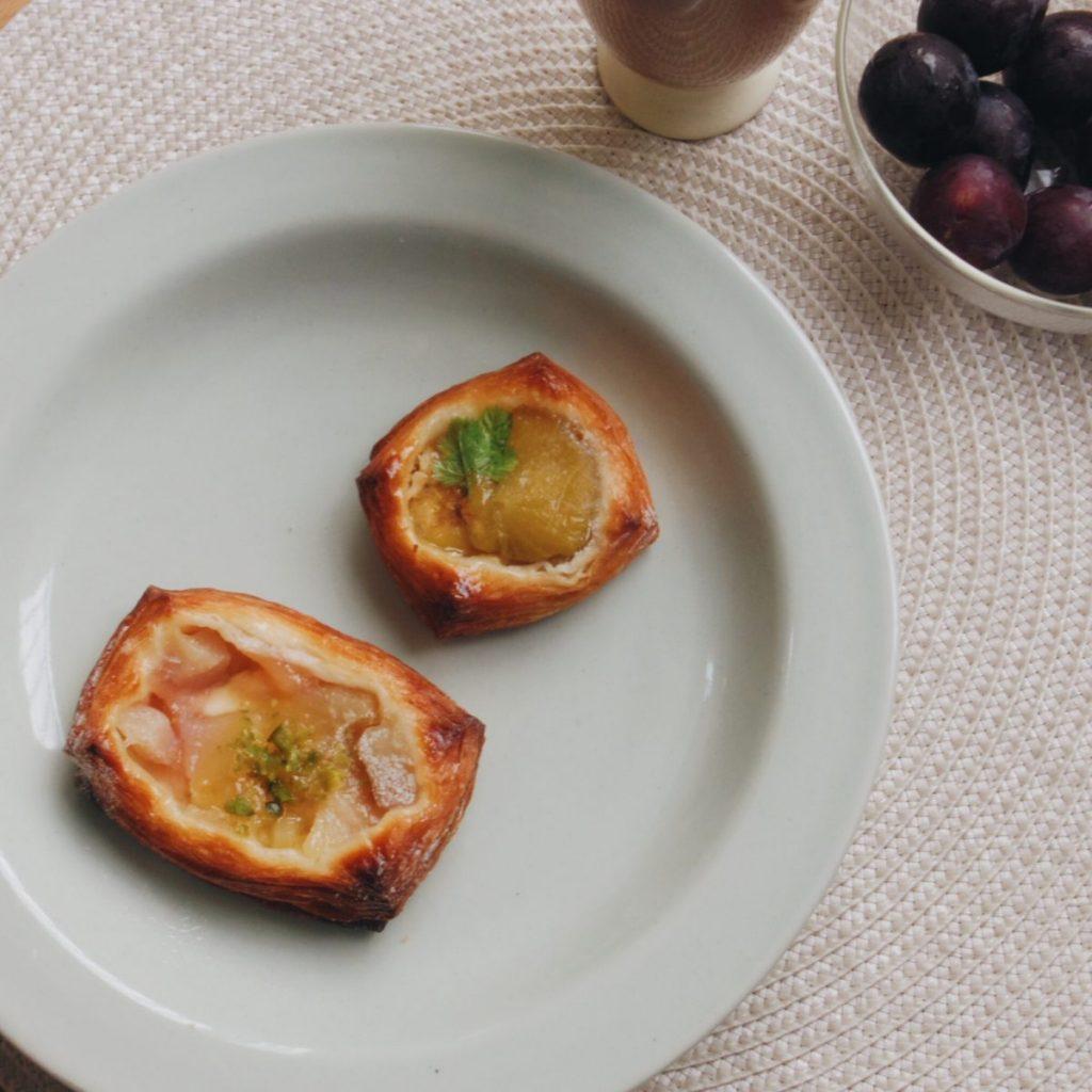 白桃とレモンクリームのデニッシュとガッティ(いちじく)