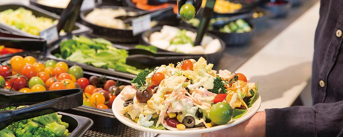 人気ヘルシーカフェに老舗オーガニックレストラン…都心で楽しめるサラダバー、どこにする!?