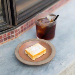 水出しアイスコーヒー450円、レモンバー350円(各税込)