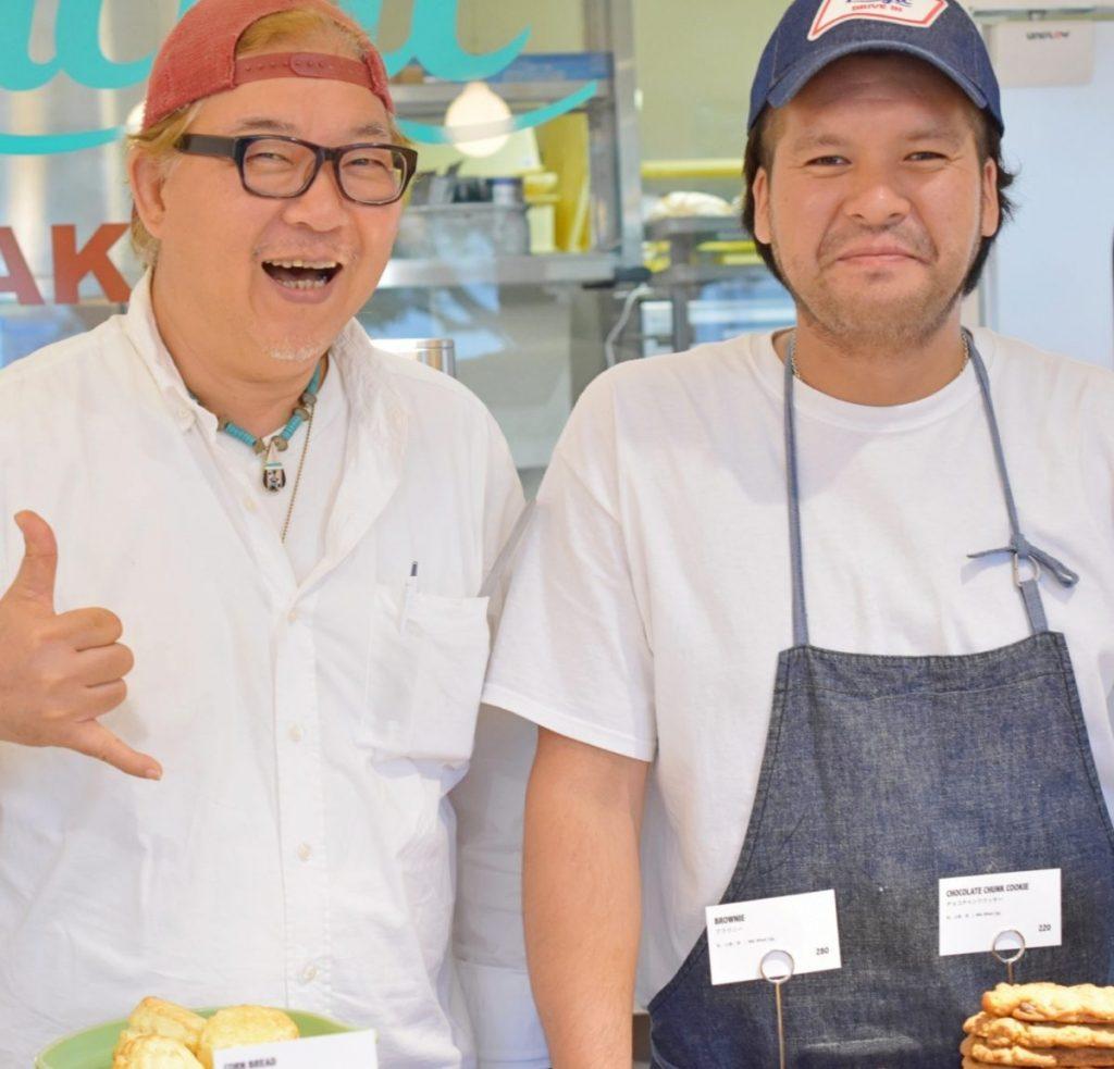 〈NAKAMURA GENERAL SOTORE〉の中村さん(左)と〈Pacific DRIVE-IN〉シェフの小谷さん(右)