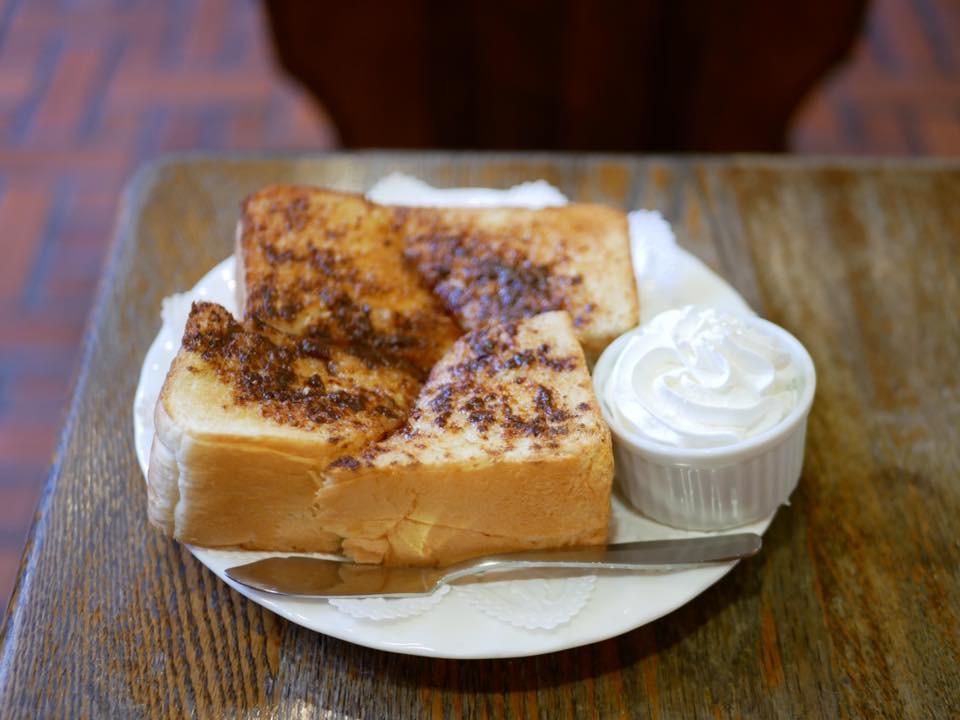 トーストもおいしい。シナモントースト350円。ドリンクと一緒に頼むときは300円。