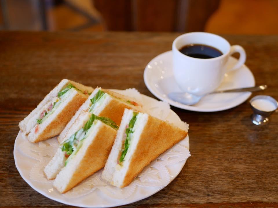 野菜トースト400円。珈琲園ブレンド480円はおかわり自由。