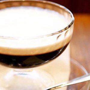 神田の〈神田珈琲園〉で、幻のコーヒーゼリーをいただく。