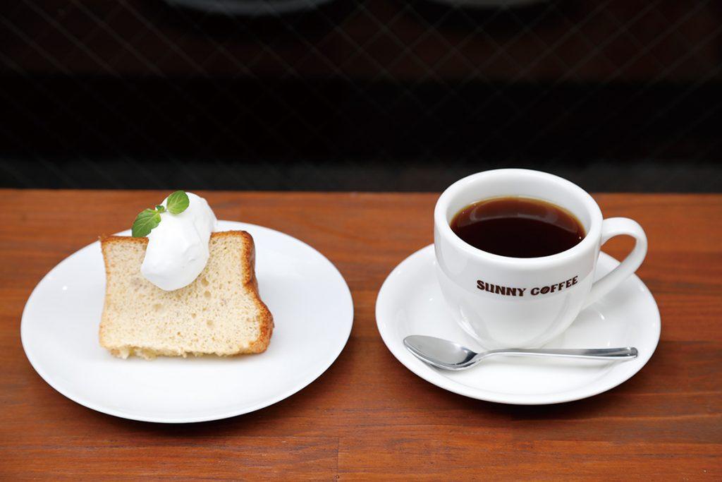 「本日のコーヒー」(350円)、「バナナのシフォンケーキ」(300円)