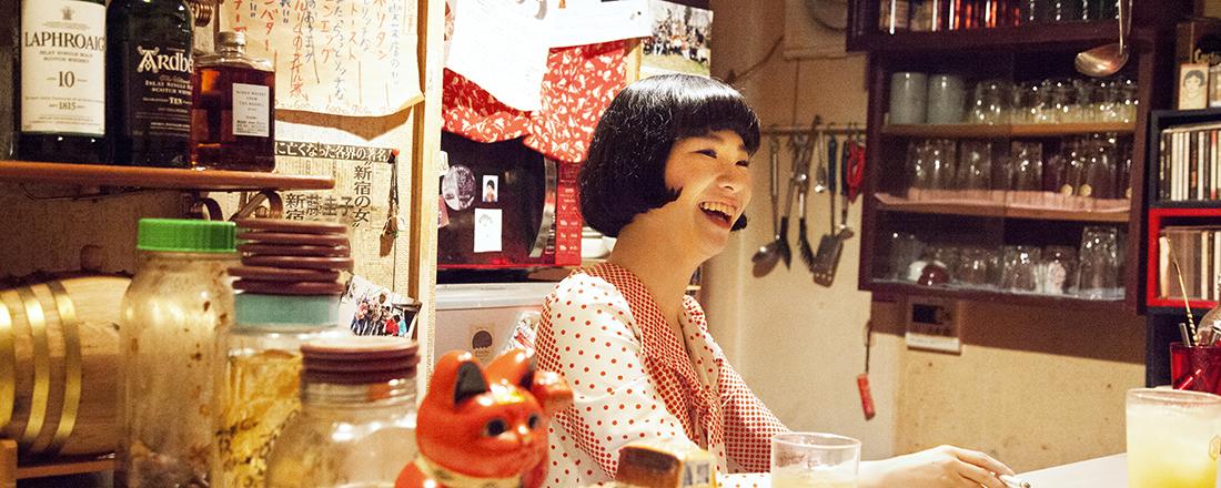 新宿ゴールデン街最年少ママにしてシンガーソングライターの顔も持つ!〈かおりノ夢ハ夜ヒラク〉のかおりママ。