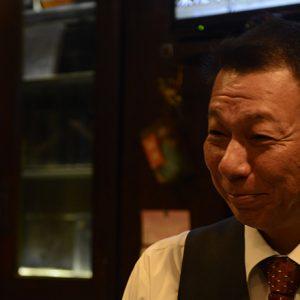 出会えば誰もが癒されるお茶目キャラ!湯島〈あだん〉の前平五男マスター