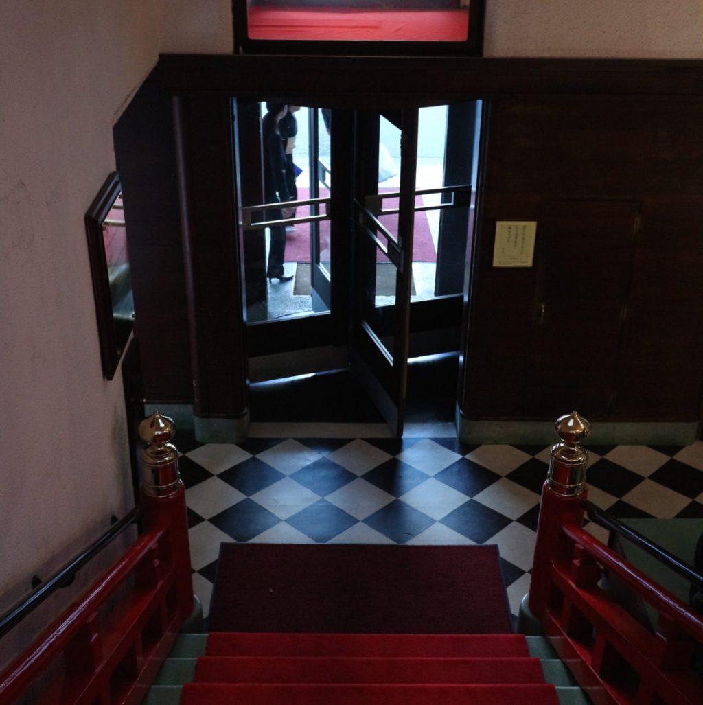 光と影のバランスが絶妙なのがクラシックホテルならでは。
