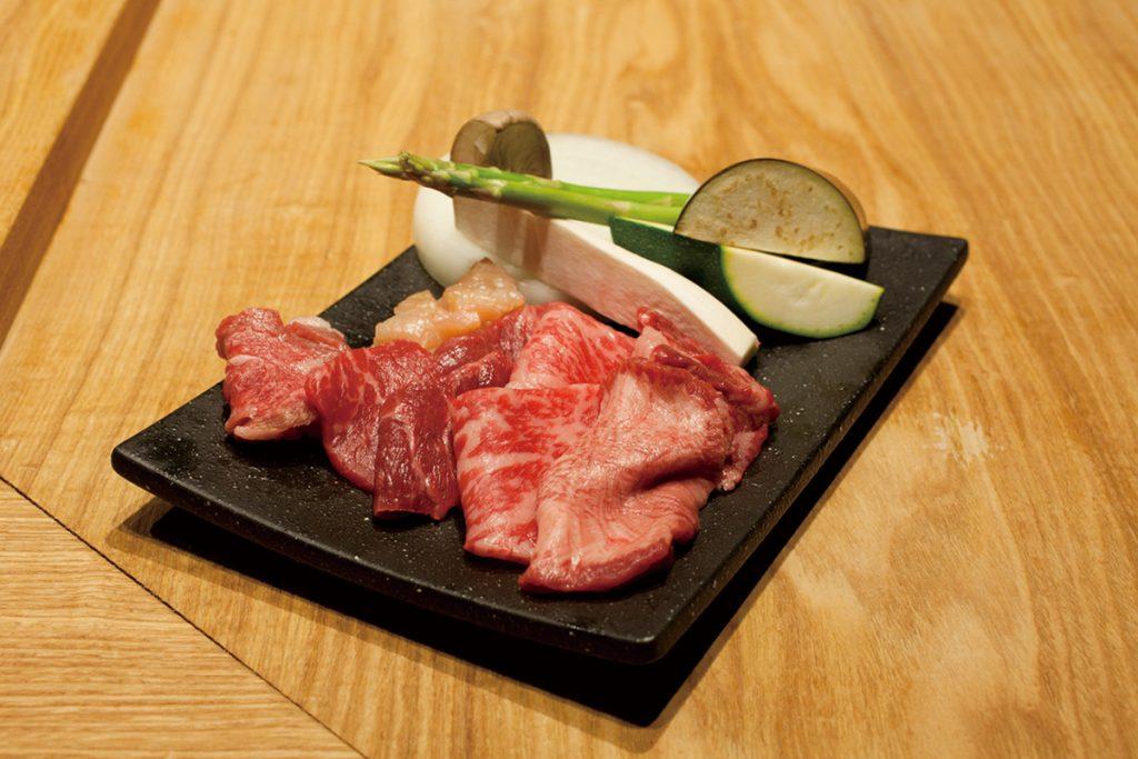 コースの肉は少量多種の9種類。追加で単品のオーダーも可。
