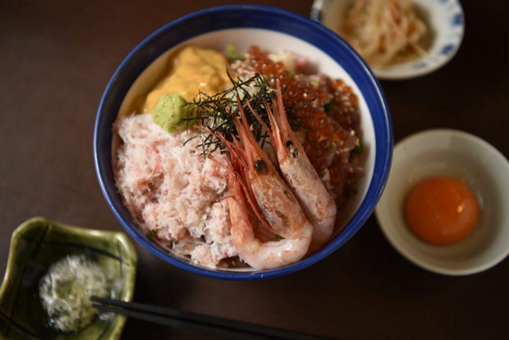 「海宝丼 極上」(1,980円)(各税込)。