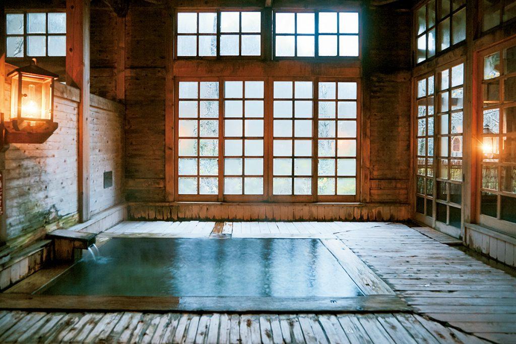 ココロとカラダに効く名湯へ。温泉で、整おう。