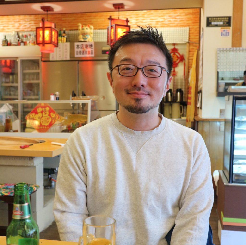 フードライターの白央篤司(はくおうあつし)さん。日本各地の郷土食を調べてまわるのが専門だそう。