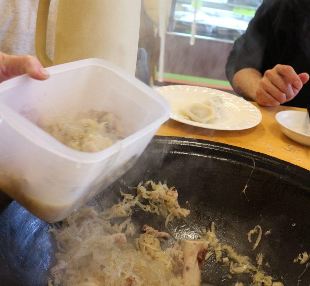 翌日、麺を入れて食べようっと。
