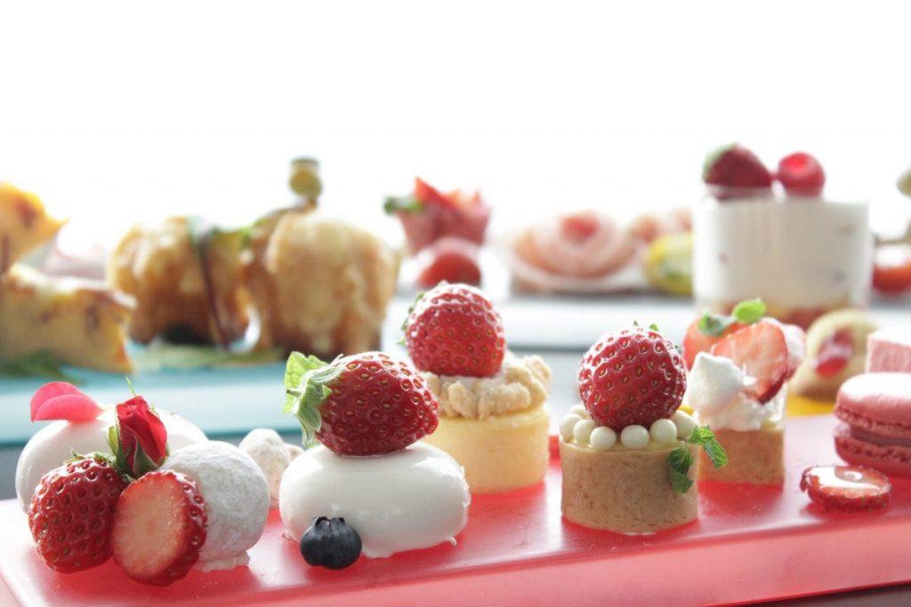 1712_lg_strawberry_afternoon_tea_set_image