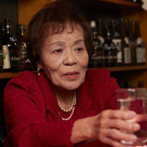 阿佐ヶ谷の夜を40年支えてきた〈スナック ほろよい〉の清子ママ。その秘訣は「正直さ」と「カラオケ」!?