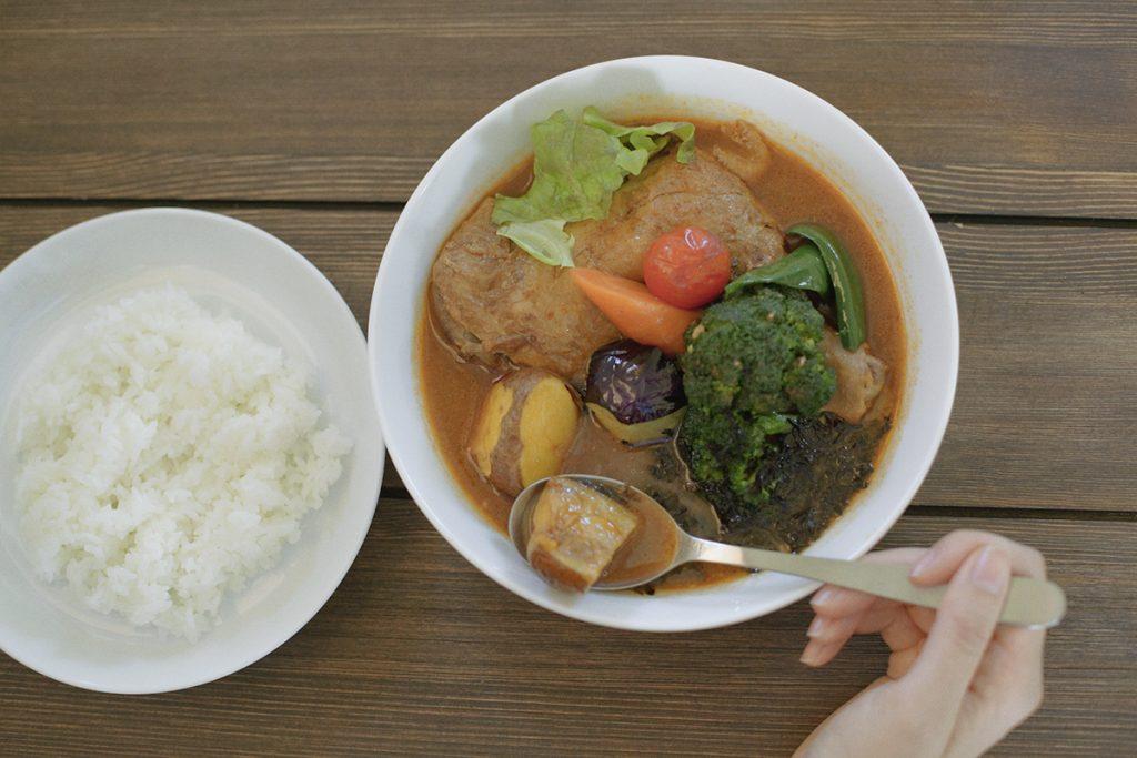 一番人気は「チキンと野菜のスープカレー」1,400円(税込)