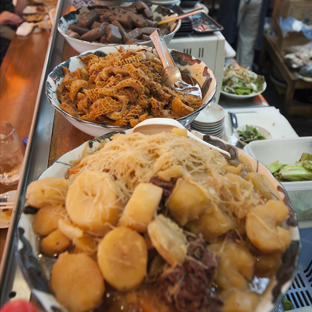名物の韓国風牛すじ煮は650円