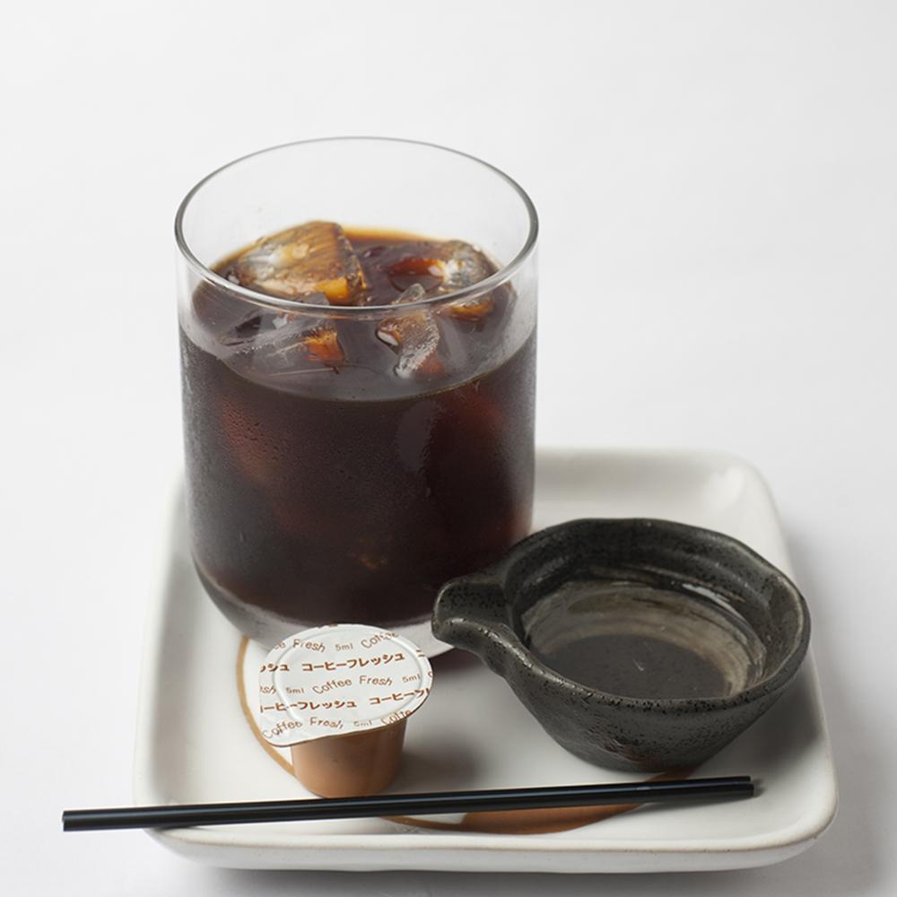 自家製コーヒー焼酎648円は深い味わいの本格派。