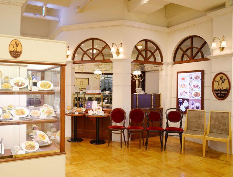"""<span class=""""title"""">CAFE WIEN 三越日本橋店</span>"""