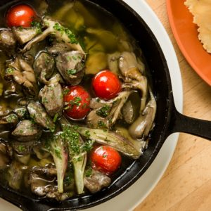 ワインに合う、イタリアンおつまみ!「砂肝とみょうがのアヒージョ」の簡単レシピ