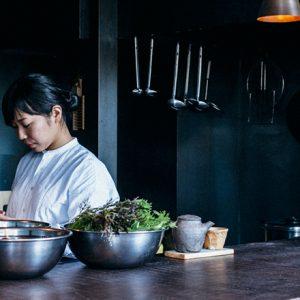 目指すのは「自分らしく丁寧に」料理を作ること。出張料理人、後藤しおりのこだわりと秘密に迫る。