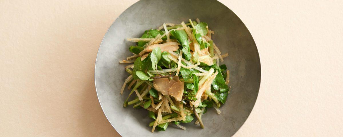 長野は茅野の名産「糸寒天」とクレソンを、味噌味のドレッシングで和えてサラダに。