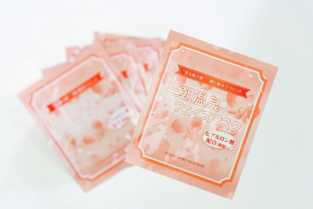 三朝温泉フェイスマスク(1枚)432円。