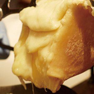シズル感がたまらない!チーズ好き必見「あのお店」のとろけるチーズメニューとは?