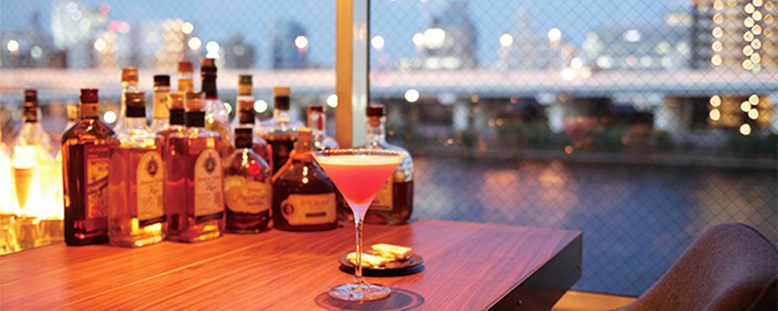 夜風が心地よいテラス席に、ロマンチックな夜景…水辺のおすすめカフェ&バー2軒